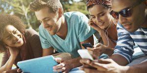 взрослым – Facebook, молодежи – Вконтакте