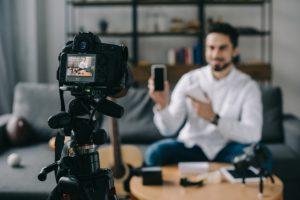 Как блогеры управляют общественным мнением по всему миру